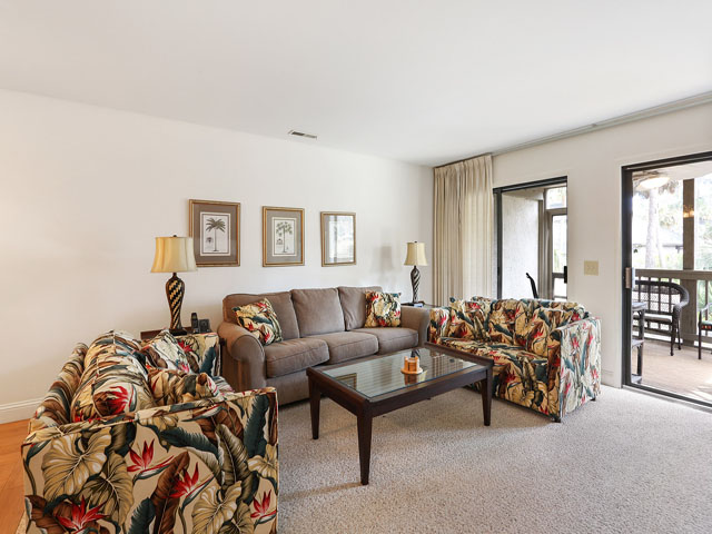 704 Tennismaster -Living Room