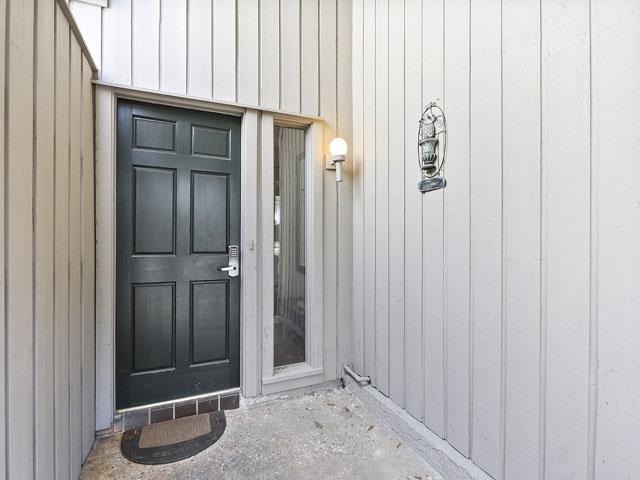 704 Tennismaster - Front Door