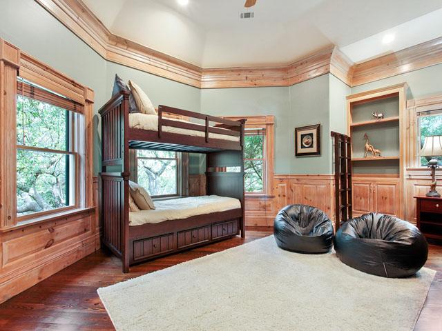 11 Iron Clad- Bedroom 6 bunks