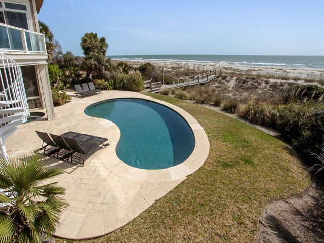 11 Iron Clad - Pool/Beach view