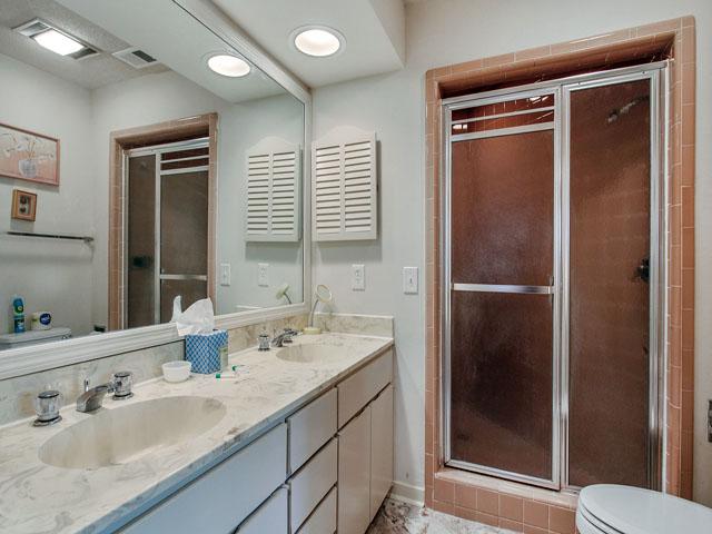 89 Baynard Cove - Master Bedroom Bathroom