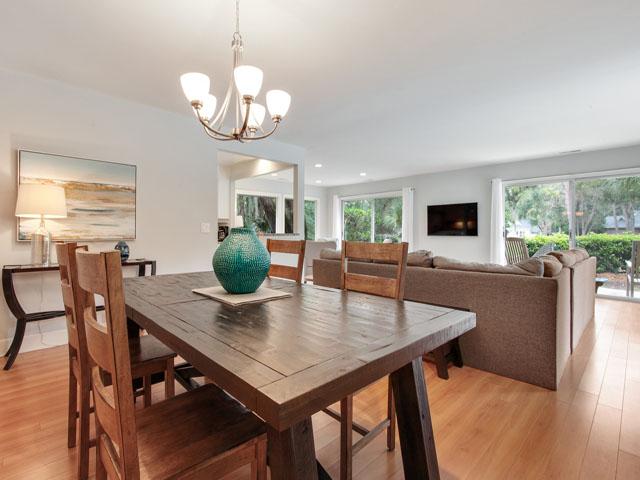 46 Plantation Drive - Dining table