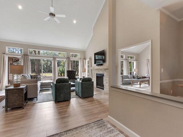 Gloucester 67- Living room
