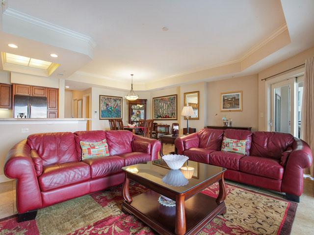 205 Main Sail - Living room