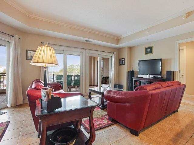205 Main Sail- Living room