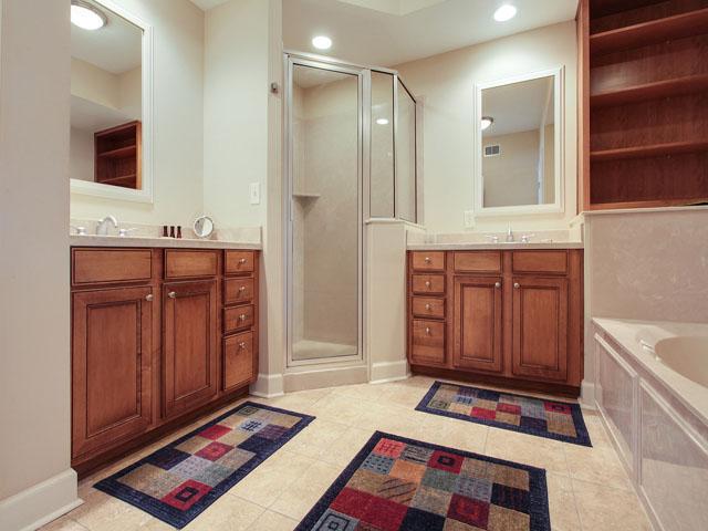 205 Main Sail- Bathroom 1