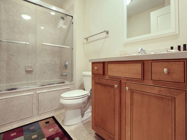 205 Main Sail- Bathroom 3