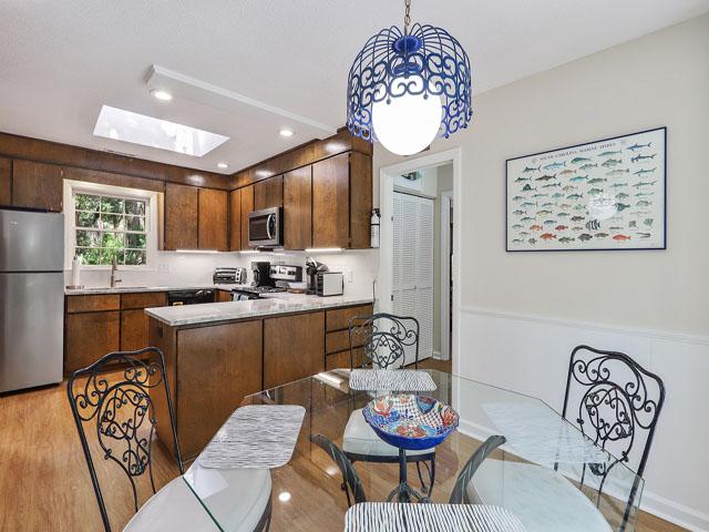 49 South Beach Lane - Kitchen Table