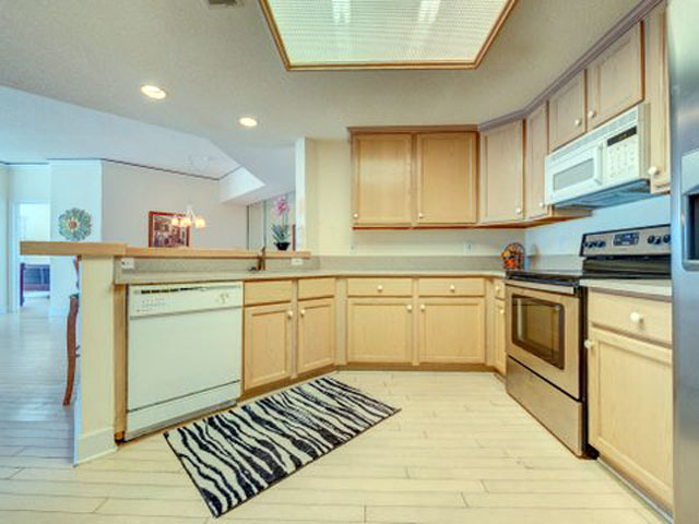 5107 Hampton Place - Kitchen