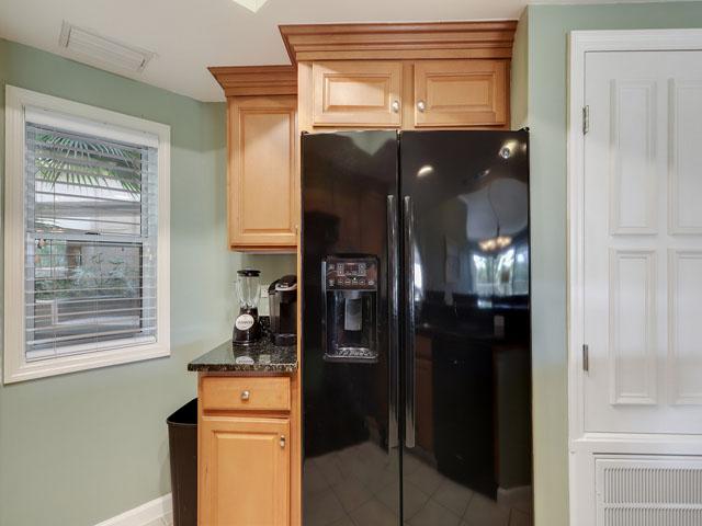 115 Barrington Court - Kitchen
