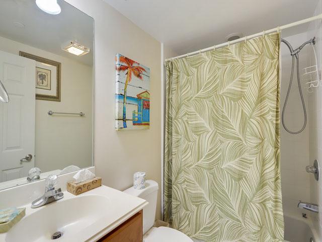 115 Barrington Court - Guest Bedroom Bathroom