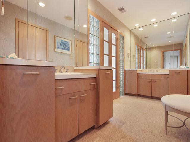 19 Armada - Master Bedroom Bathroom