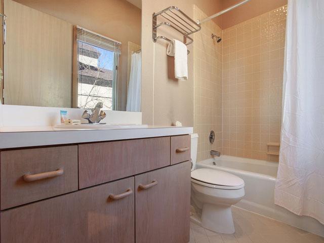 19 Armada - Guest  Bedroom Bathroom