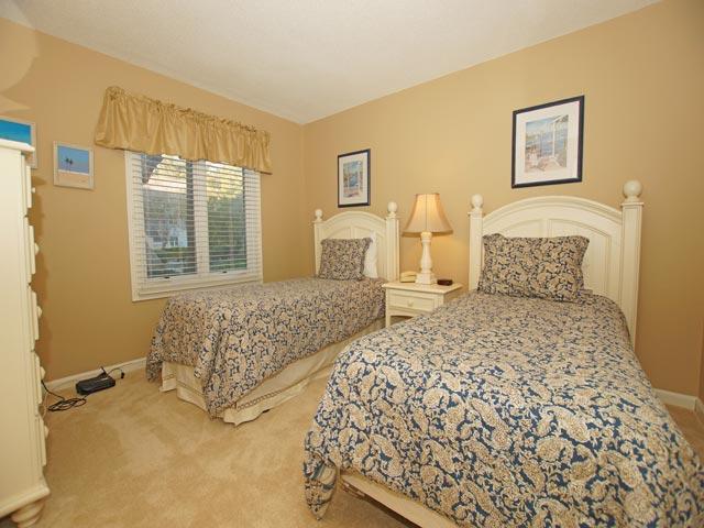 161 Colonnade Club - Twin Bedroom