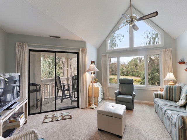 162 Colonnade Club - Living Room