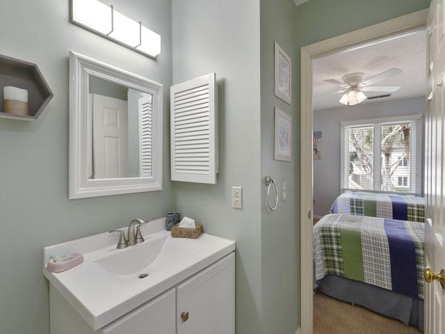 162 Colonnade Club - Guest  Bathroom
