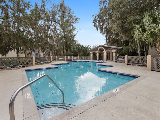162 Colonnade Club - Pool