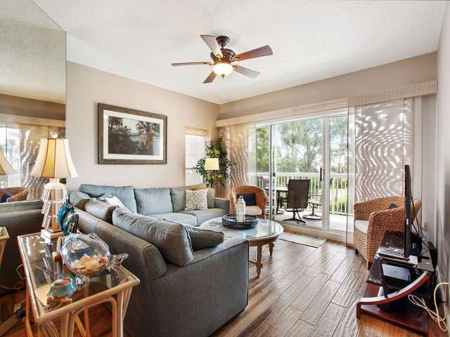 102 Barrington Arms - Living room